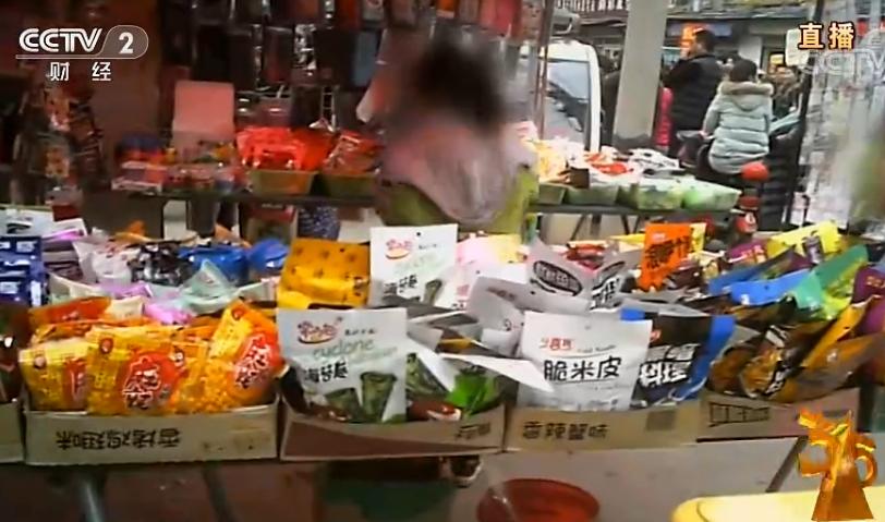 """央视315晚会曝光虾扯蛋等""""毒辣条"""":生产车间满是污秽"""