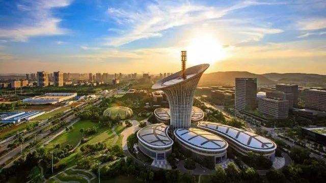 """新一线城市""""下血本""""争总部 中国城市格局正重写"""
