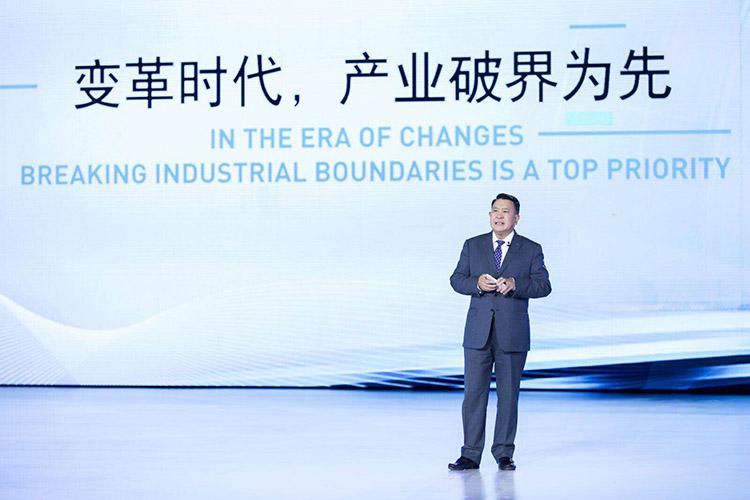 "ARCFOX发布IMC架构,北汽集团""双轮驱动""战略提速"