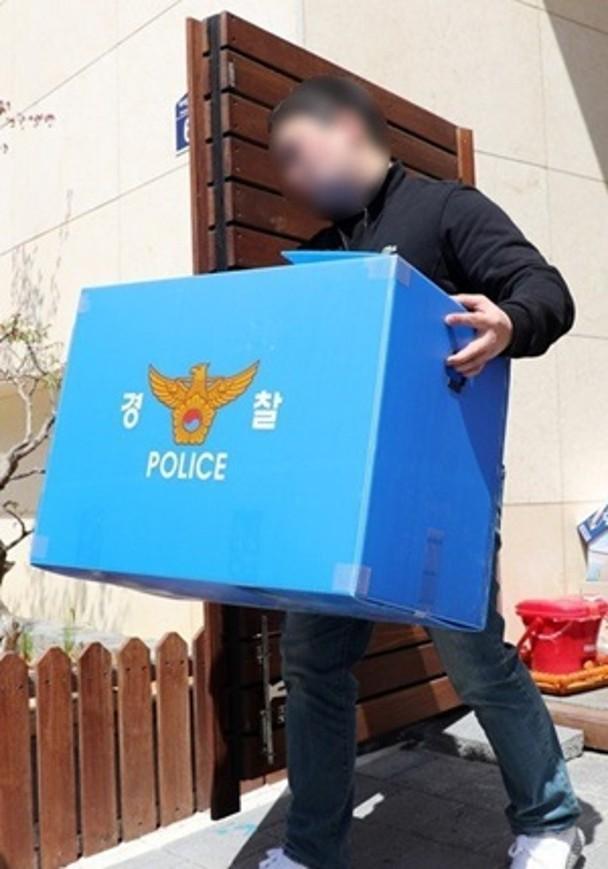 警派员到朴有天的寓所作搜查。