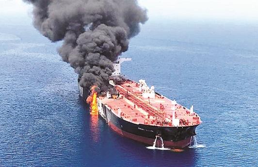 (外代一线)(3)海湾油轮遇袭加剧地区紧(2715887)-20190615000755.jpg