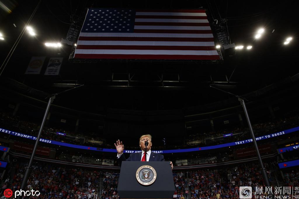 6月19日报道,当地时间18日,美国佛罗里达州奥兰多,美国总统特朗普在安利中心场馆出席支持者集会,正式宣布竞选连任。来源:IC photo、视觉中国