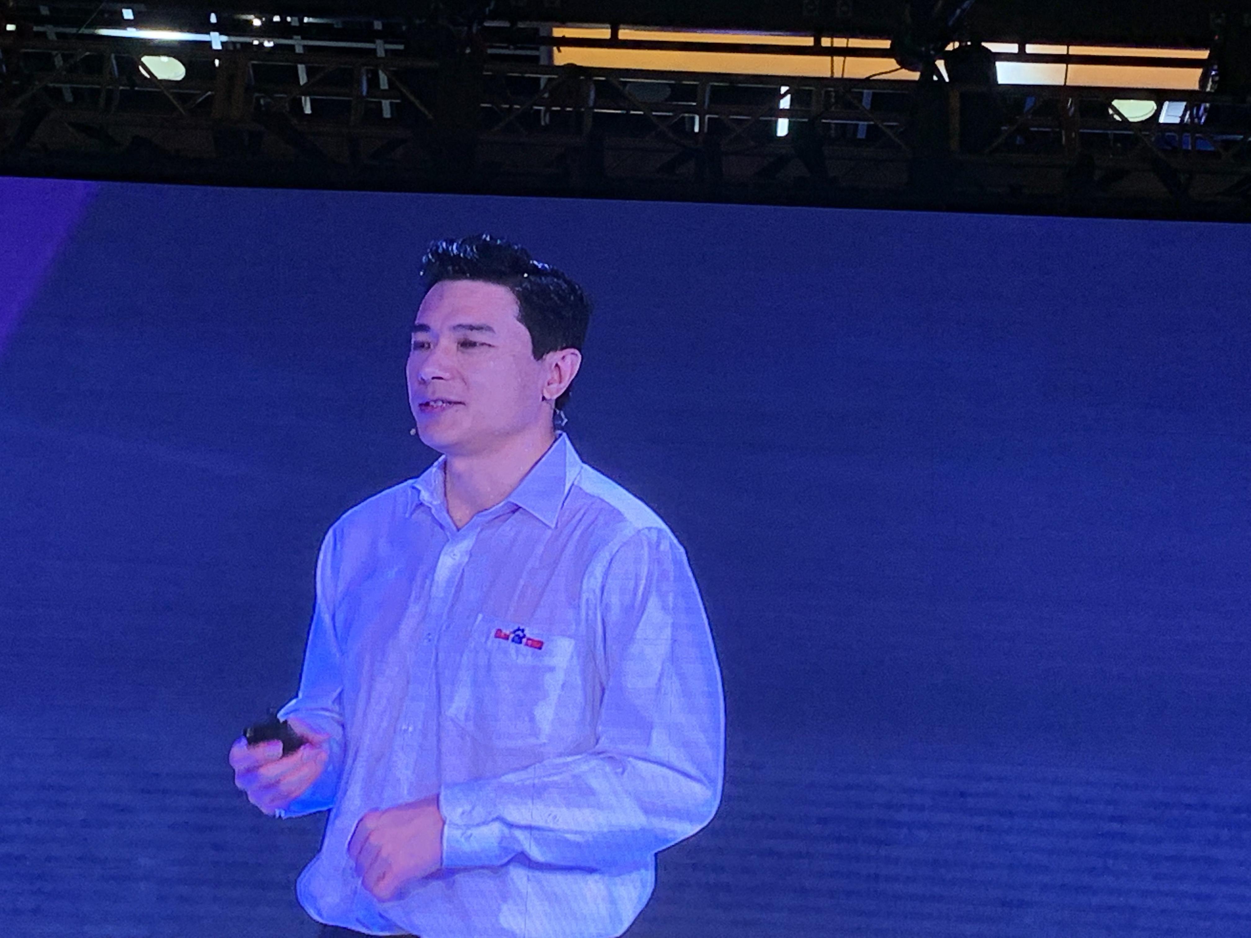 百度AI开发者大会 李彦宏被泼水图片 第1张