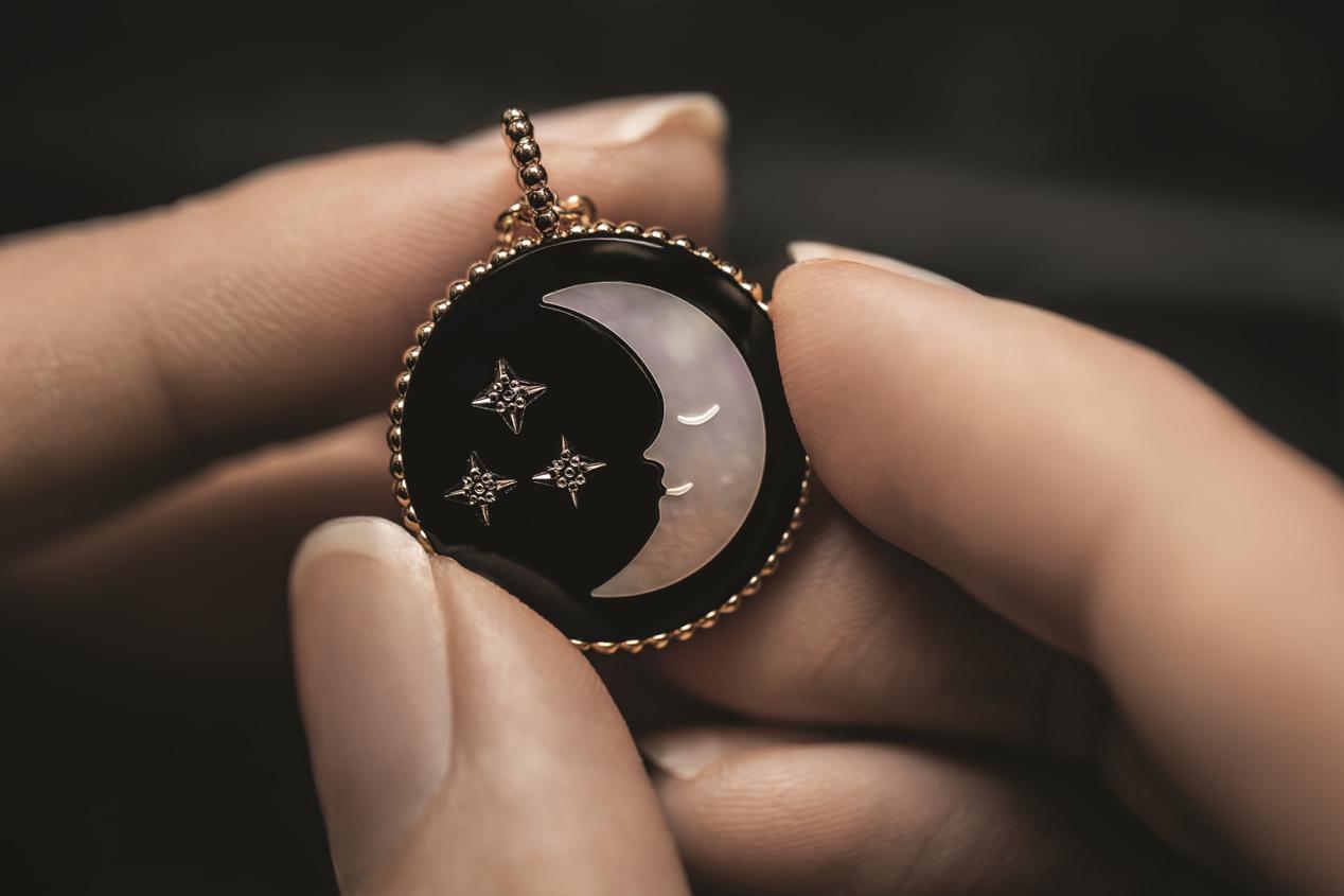 项链黑科技:穿梭于日升月落和璀璨星辰的时光旅行