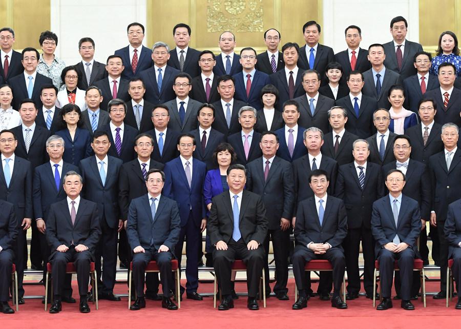 7月17日,党和国家领导人习近平、王沪宁等在北京人民大会堂会见回国参加2019年度驻外使节工作会议的全体使节。 新华社记者张领摄