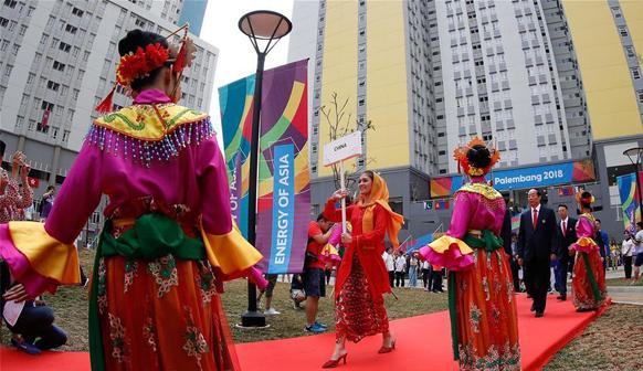 第十八届亚运会中国体育代表团在雅加达举行升旗仪式
