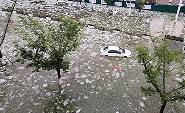 这是冰雹过后的贵州街道
