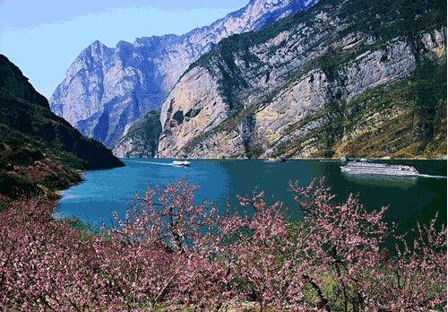 宜昌境內擁有國家級aaaaa級景區:三峽大壩風景區,三峽人家風景區,清江