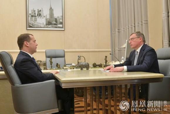 俄总理办公室接见州长照片引发争议 魔鬼藏在细节里(图)
