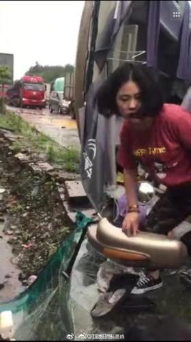 江西5套新闻晚高峰_江西庐山市一辆55座旅游大巴翻车 多人受伤_凤凰资讯