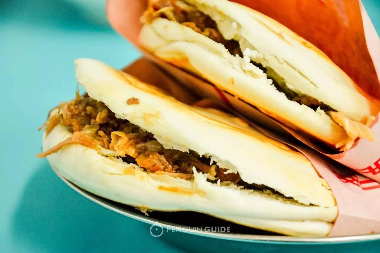 西安腊汁肉夹馍_第一次吃西安肉夹馍 如何伪装成老杆?-香港商報