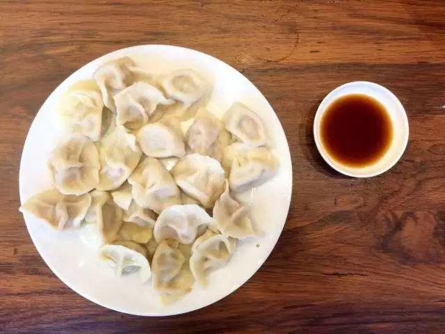 南方冬至吃什么_冬至到了 吃饺子到底蘸醋还是蘸酱油?_凤凰旅游