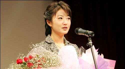 爱上女主播徐賹�_跟朴槿惠同名的韩国女主播火了 长得还像!