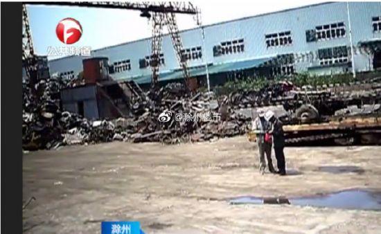 """滁州一老人""""藏""""在廢舊水管20多萬 被兒子當廢品變賣"""