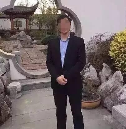 """首先,我们先来回顾一下案情: 首先,5月7日21时,雷某从家出发,去北京首都机场接来看他刚出生2周的儿子的亲属。此后""""失联""""。 而在5月8日凌晨1点,雷某家人却接到北京市昌平区一派出所的来电,称雷某因涉嫌嫖娼被警方逮捕,但在去派出所时他竟跳车想逃跑,被警方再次控制后他又突发不适,结果被警方紧急送医,但抵达医院时已经死亡... 以上,就是公开信息中雷某从嫖娼被捕到死亡的整个经过。"""